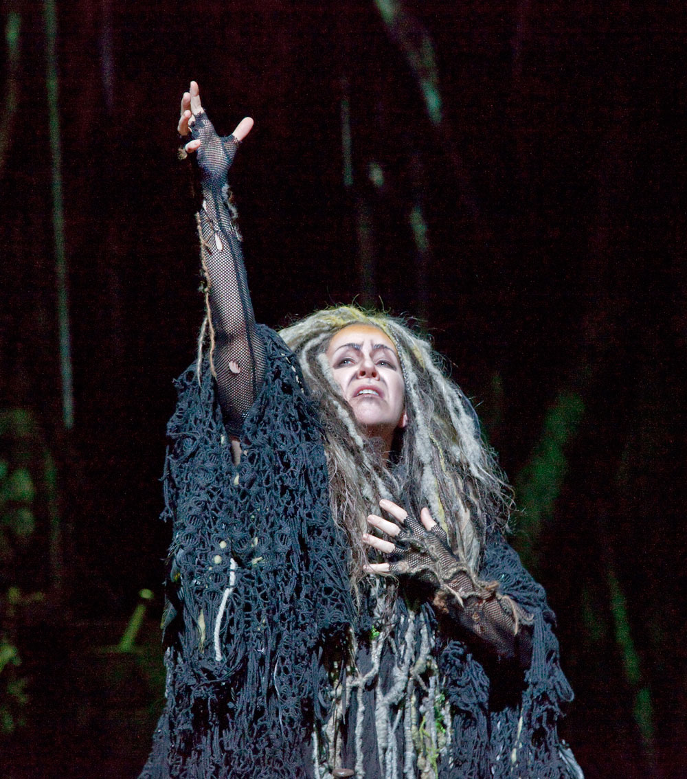 Swearing revenge, Sycorax summons all her strength for a mega-cadenza, only to disappear and prepare her herbs and spells to exact her revenge! ©Ken Howard